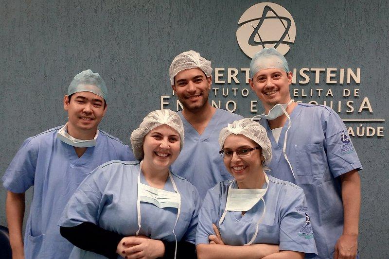 Unter Kollegen: Iracema Rocha (unten rechts) arbeitete in einer Klinik in Sao Paulo, bevor sie nach Deutschland kam. Jetzt hofft sie, hier Fuß zu fassen. Foto: privat