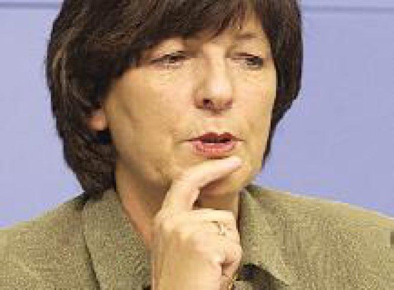 Bundesgesundheitsministerin Ulla Schmidt hofft auf Einsparungen durch gesundheitsbewusstes Verhalten der Versicherten. Foto: dpa