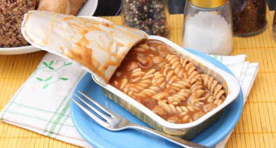 Menüs aus Alu-Schalen können viel Aluminium enthalten