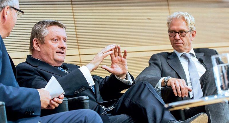 Bundesgesundheitsminister Hermann Gröhe (l.), KBV-Vorsitzender Andreas Gassen: Wertschätzung für die ambulante Versorgung. Fotos: Georg J. Lopata