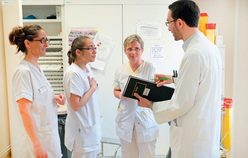 Teamarbeit ist Krankenhausärzten wichtig: Die überwiegende Mehrheit wünscht sich nicht nur mehr Ärzte in ihrer Abteilung, sondern auch mehr Pflegekräfte. Foto: your photo today
