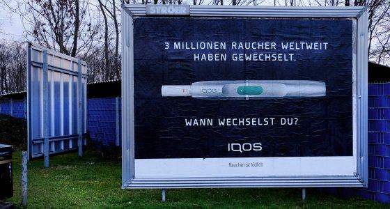 """In Deutschland wirbt Philip Morris für seinen Tabakerhitzer IQOS mit dem Slogan """"3 Millionen Raucher weltweit haben gewechselt. Wann wechselst du?""""/Eberhard Hahne"""