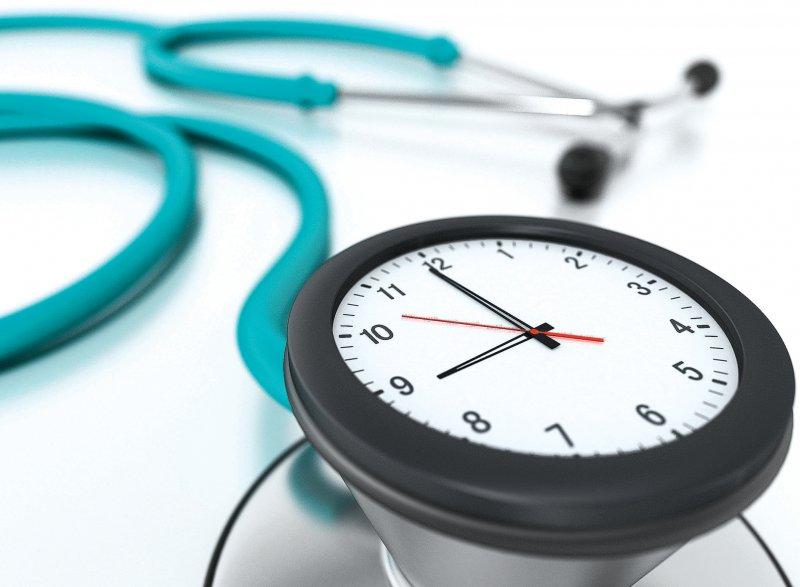 Das Überschreiten von Zeitprofilen und Auffälligkeiten im Abrechnungsverhalten können weitreichende Folgen für Ärzte haben. Foto: Destina/stock.adobe.com
